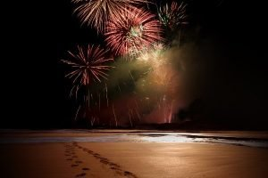 4th_july_fireworks_on_beach_49522870-4